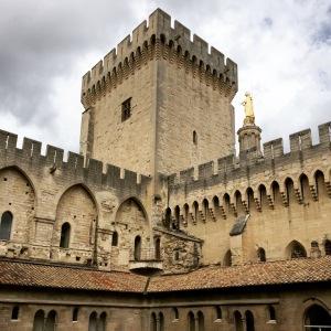 The Palais de Papas (Palace of the Popes) is magnificent