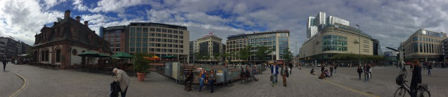 A 360 view of the main shopping area, with the old city guardhouse on the left